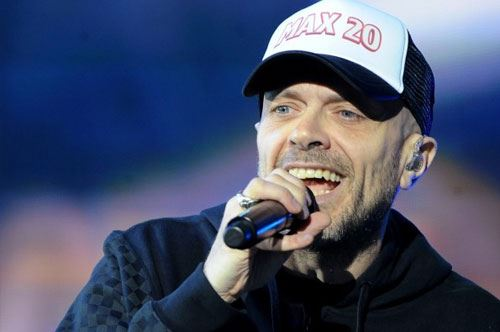 """Max Pezzali presenta il suo nuovo album """"Astronave Max"""" a Brindisi"""