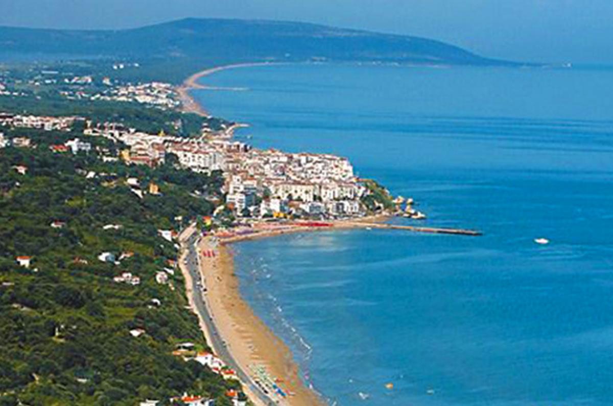 Cartina Puglia Zona Gargano.Rodi Garganico Centro Storico Sul Mare E Spiagge Puglia Com