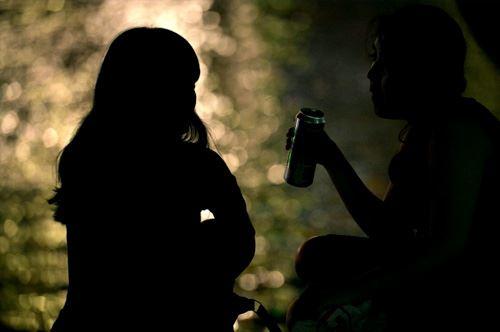 Specchiolla. Minorenni bevono alcolici in spiaggia e finiscono in coma etilico