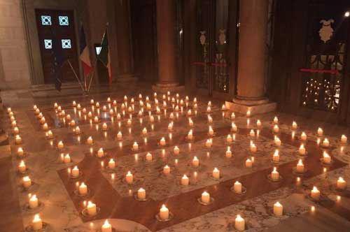 Bari ricorda le vittime di Parigi, tricolore francese sul Palazzo della Provincia