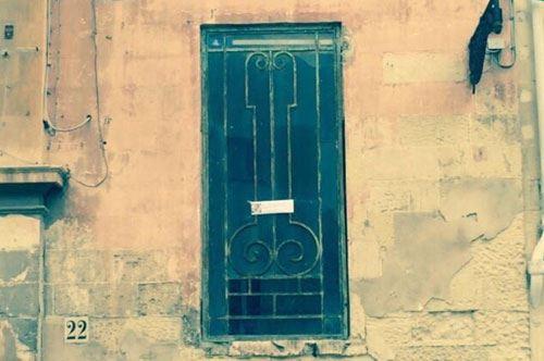 Lecce, ricompare la grata fallica in via Palmieri