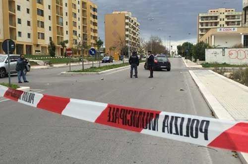 Mezzogiorno di fuoco a Lecce, sparatoria senza feriti in via Pistoia