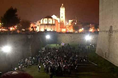 Albero di Natale umano, Barletta vince la Disfida europea