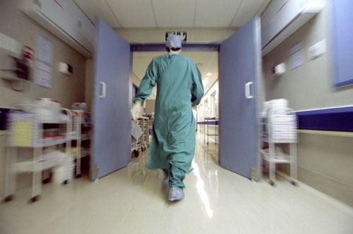 Piano di riordino ospedaliero, tensione tra il M5S e Michele Emiliano