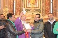 Comunità musulmana dona statua di Gesù a vescovo di Taranto