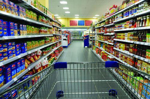 Puglia, nel carrello della spesa tanto cibo e meno libri