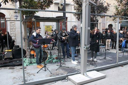 Dehor incendiato a Capodanno: Andria si rialza con un concerto di beneficenza