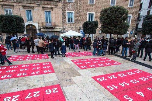 Trani, 90 in piazza per la Tombola Vivente: le foto
