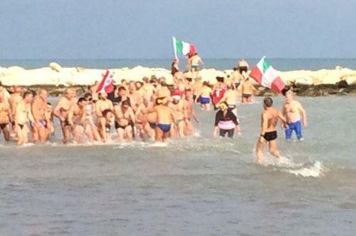 Capodanno con tuffo, a Bari e Brindisi bagno di inizio 2016