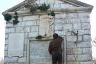 Solo custodi? No, a Trani c'è di più: ripulito l'epitaffio della Disfida di Barletta
