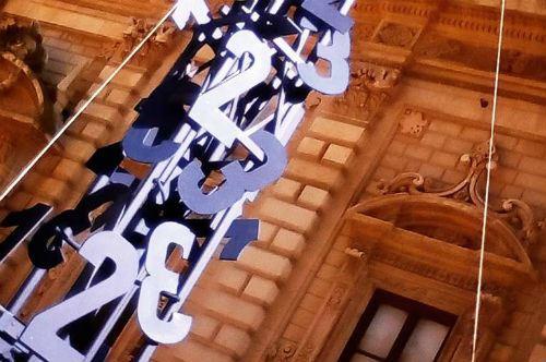 L'albero della Cuccagna di Mimmo Paladino incanta Lecce