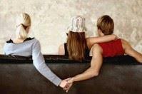 Tradimenti in famiglia e annunci in rete: un post su Facebook scuote Trepuzzi