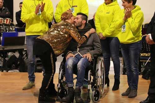 Malato di Sla derubato di 7mila euro, Campi Salentina si mobilita