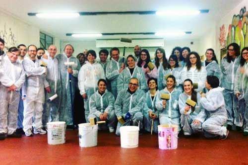 Lecce, gli studenti ripuliscono le mura dell'università