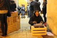 """""""Il drago non si droga"""": Walter Lazzarin scrittore per strada a Bisceglie"""
