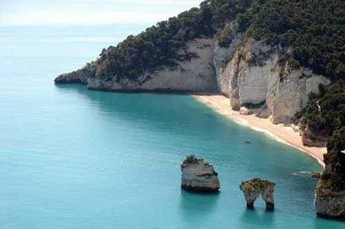 Porto Selvaggio e Baia del Gargano, il Telegraph premia la Puglia