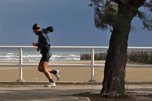 """Il mare difende il mare: Trani e le sue foto per il """"No Triv"""""""