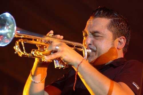 Frigole, a scuola di flauto da Roy Paci
