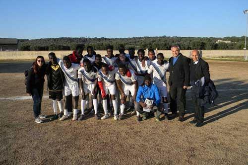 """I migranti del calcio conquistano il campionato """"Juniores"""": il Talsano Africa United e una storica vittoria"""