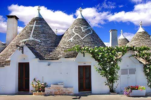 """Alberobello, l'amministrazione ai cittadini: """"Tinteggiate i trulli"""""""