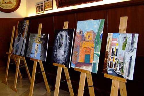 Andria en plen air, il centro storico ospita quadri e artisti: le foto