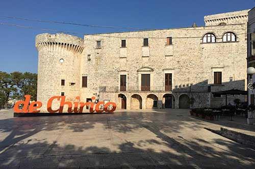 Giorgio De Chirico e la Metafisica conquistano il castello di Conversano