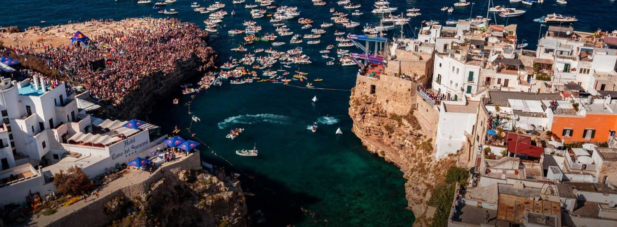 Polignano a mare: Red Bull Cliff Diving, World Series 2016