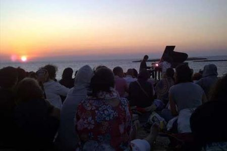 Robert Bisha: concerto all'alba