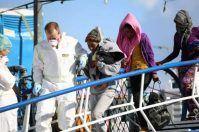 Sbarca al porto di Taranto, giovane migrante partorisce d'urgenza