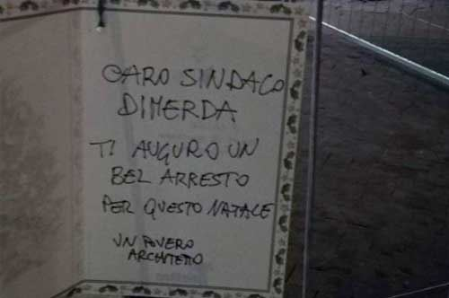 """""""Caro sindaco, ti auguro l'arresto"""": e Decaro replica all'architetto"""