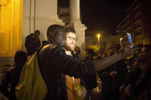 Giovani andriesi e migranti insieme: da Andria la foto-cartolina per Salvini