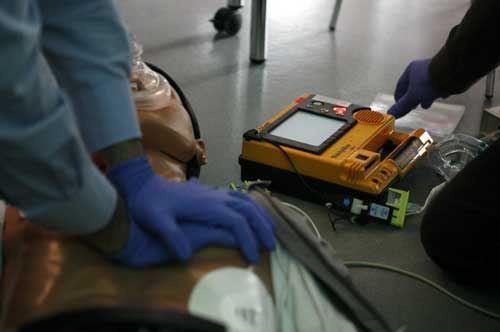 Enel, donati 14 defibrillatori alle strutture sportive di Brindisi