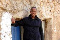 Perde il portafogli a Lecce, un venditore ambulante glielo riporta a Tuglie