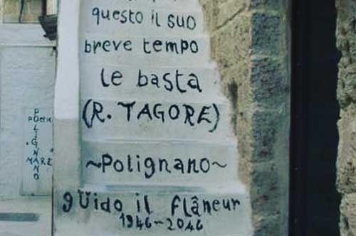 Polignano a Mare, scompare la poesia sulla scalinata: cancellata dai privati