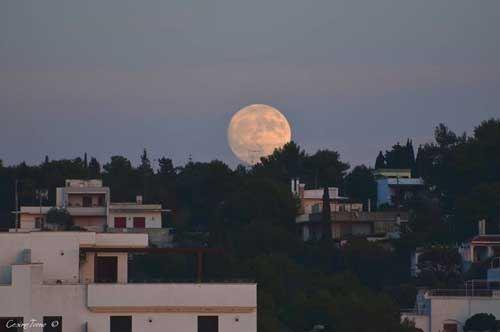 14 novembre, ecco la Superluna: e il Salento si scatena a suon di foto