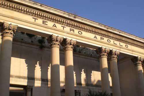 """Lecce, anche Mattarella per la """"prima"""" del teatro Apollo"""