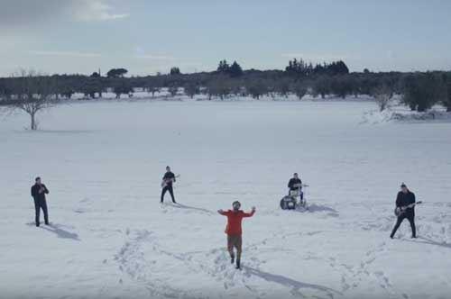 """Neve e musica: l'ultimo videoclip dei """"Crifiu"""" in Salento"""