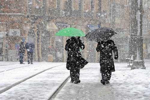 Altra neve sulla Puglia, scuole chiuse oggi e domani a Bari e in altri centri