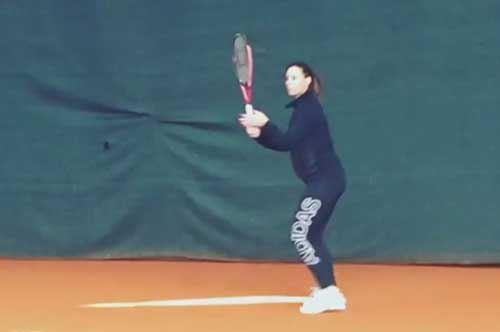 """""""Toglietemi tutto, ma non il mio tennis"""": la Pennetta si allena con il pancione"""
