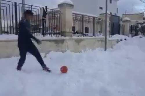 """Dalla sabbia alla neve: a Toritto rivive """"Tre uomini e una gamba"""""""