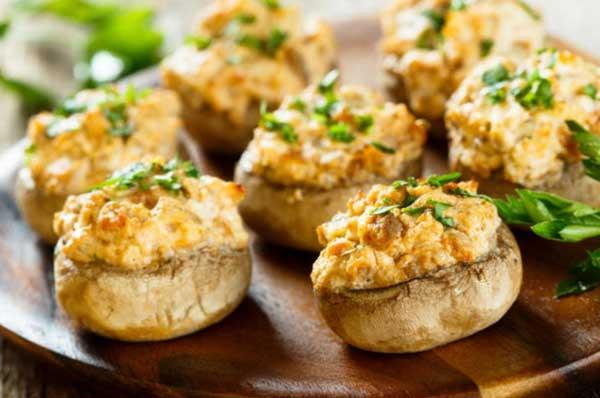Funghi champignon ripieni, gratinati al forno