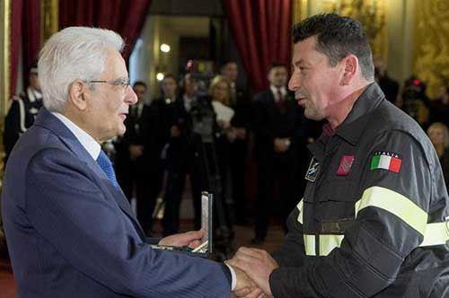 40 eroi civili premiati da Mattarella, c'è il vigile del fuoco dello scontro ferroviario