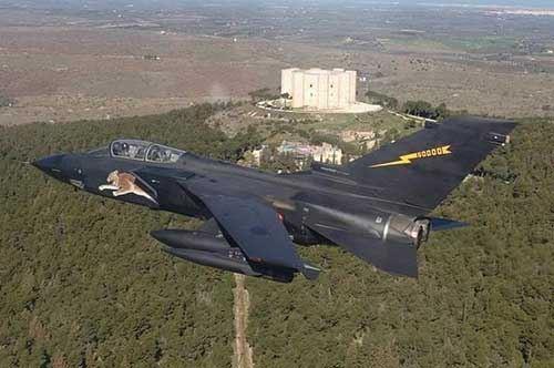 """Castel del Monte nel """"mirino"""" dell'Aeronautica"""