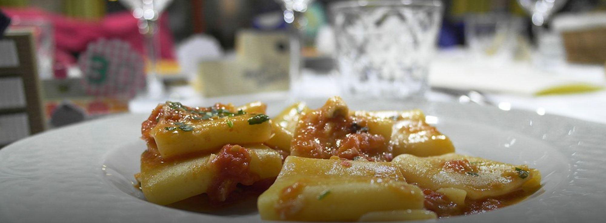 Ricetta: Paccheri con polpo e patate croccanti su purea di fave