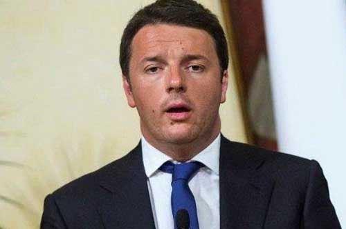 """Renzi, visita a sorpresa a Taranto: """"Qui per i lavoratori Ilva"""""""