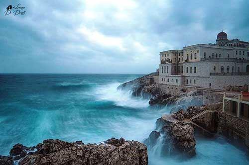 Santa Cesarea Terme, la potenza della mareggiata anticipa la primavera