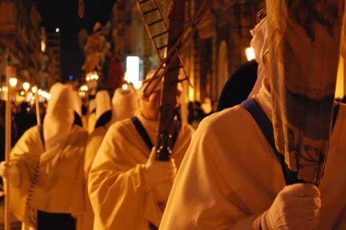 Settimana Santa, a Taranto i riti si seguono con il cellulare