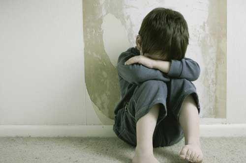 Pedofilia, arrestato postino residente a Bari: adescava minori fingendosi donna
