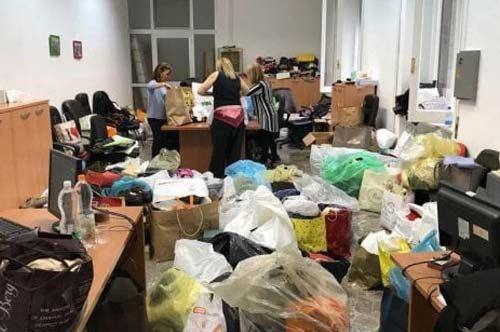 Bari, la città si mobilita per offrire cibo e vestiti a 250 migranti