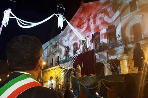 San Nicola, 100mila in piazza a Bari per il corteo storico